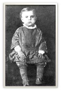 Charles Russel w wieku ok. 2 lat